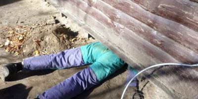 Спасение собаки из-под киоска
