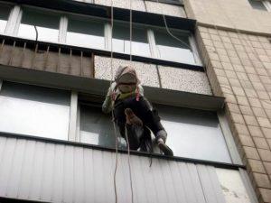 Попытка спасения кота, застрявшего в окне
